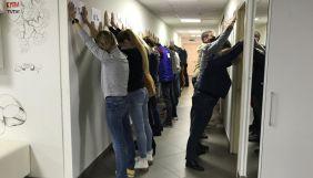 У Білорусі лікарі та журналісти протестують через арешт колег, які розповіли про загиблого учасника протестів