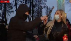 На журналістку NewsOne напали під час акції пам'яті жертв Голодомору. Поліція відкрила провадження