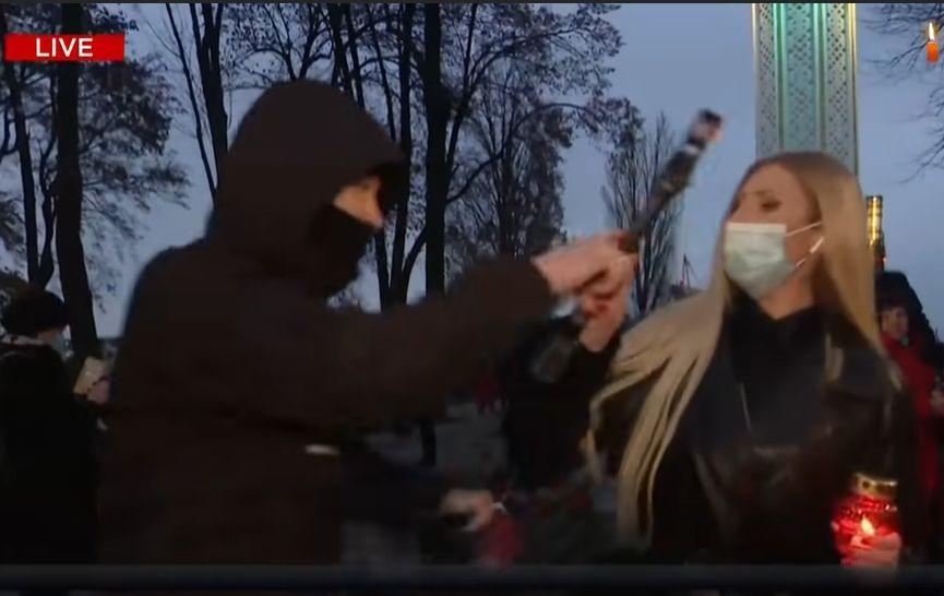 Поліція оголосила підозру чоловіку, який напав на журналістку NewsOne у прямому ефірі