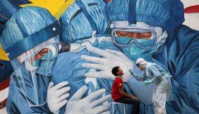 Мертві медсестри, раби й параліч. Огляд фейків про коронавірус за 15–29 грудня 2020 року