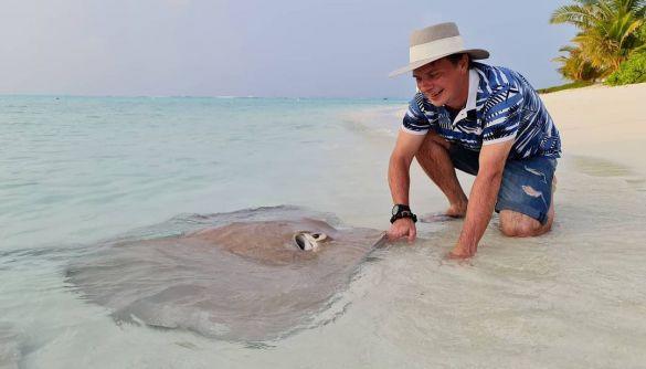 Дмитро Комаров перервав експедицію, щоб відпочити зі «все включено» на Мальдівах