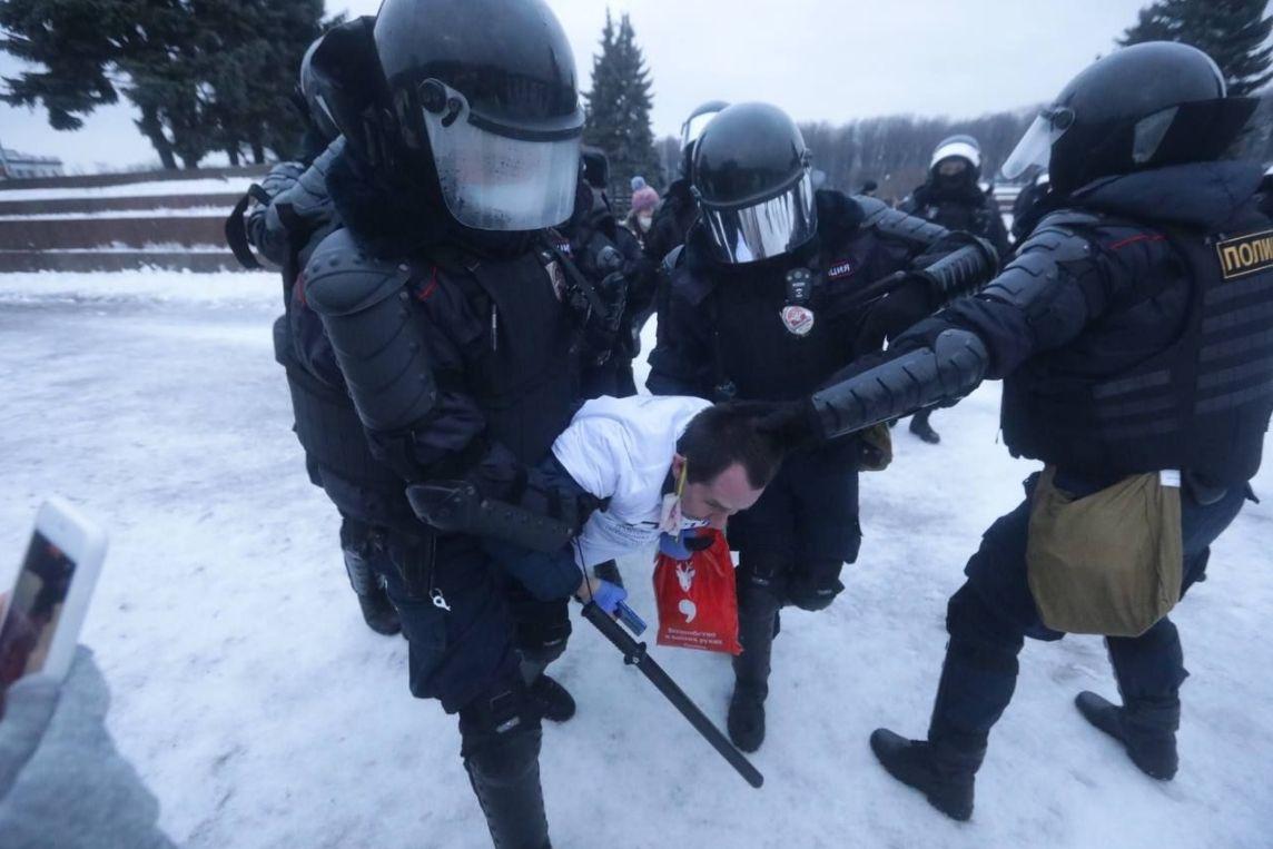 У Росії під час мітингів за Навального затримали щонайменше 20 журналістів