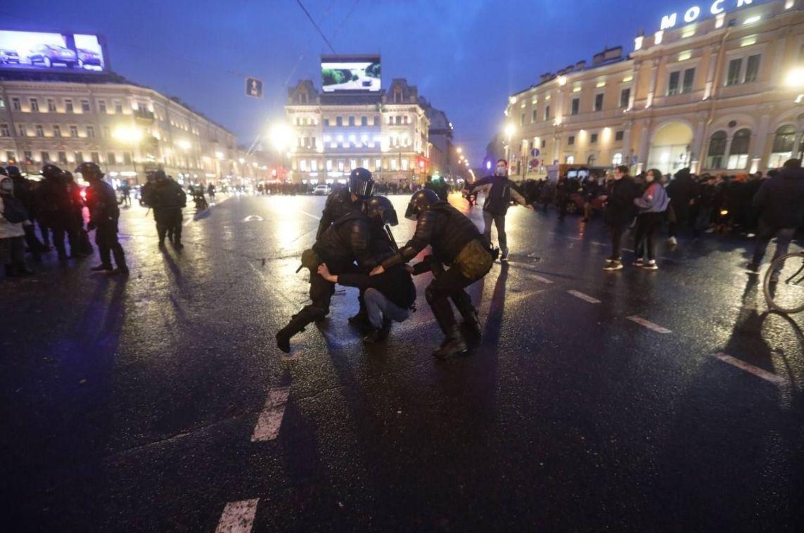 «Новая газета» на вимогу Роскомнагляду видалила статтю про підготовку «тітушок» для провокацій на акціях