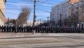 У Росії під час акцій протесту затримали щонайменше 82 журналістів