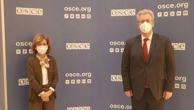 Представниця ОБСЄ зі свободи ЗМІ обговорила з українським послом санкції проти «каналів Медведчука»
