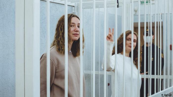 Українські медійниці засуджують судовий вирок білоруським журналісткам Катерині Бахваловій та Дарії Чульцовій та висловлюють їм свою підтримку (ЗАЯВА)
