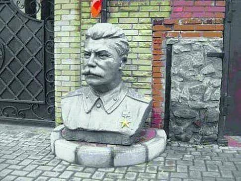 Стерненка судив суддя з Донецька, який до війни встановив перед своїм маєтком бюст Сталіна – Казанський