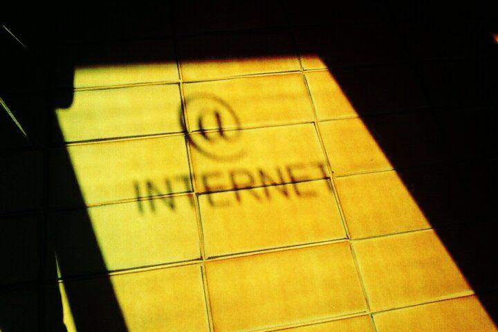 Більшість українців надають перевагу Інтернету як джерелу інформації – опитування