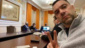 «Пошел на х*й. Так понятнее?» Арестович відповів на прохання писати українською у Facebook