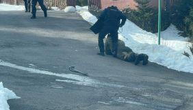 Журналісти «Схем» опублікували ексклюзивні світлини обшуків у маєтку Медведчука на Закарпатті