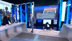 Російська пропагандистка зламала руку в ефірі ток-шоу про окупацію Криму (ВІДЕО)