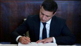 Президент ввів у дію санкції проти Януковича, Азарова, Курченка та низки експосадовців