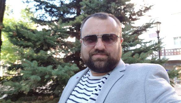 24 канал переплутав фото бізнесмена Петровського з кореспондентом «АрміяInform», який зробив селфі з Порошенком