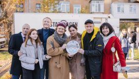 Канал «Україна» покаже прем'єру комедійного мінісеріалу «Врятувати маму»