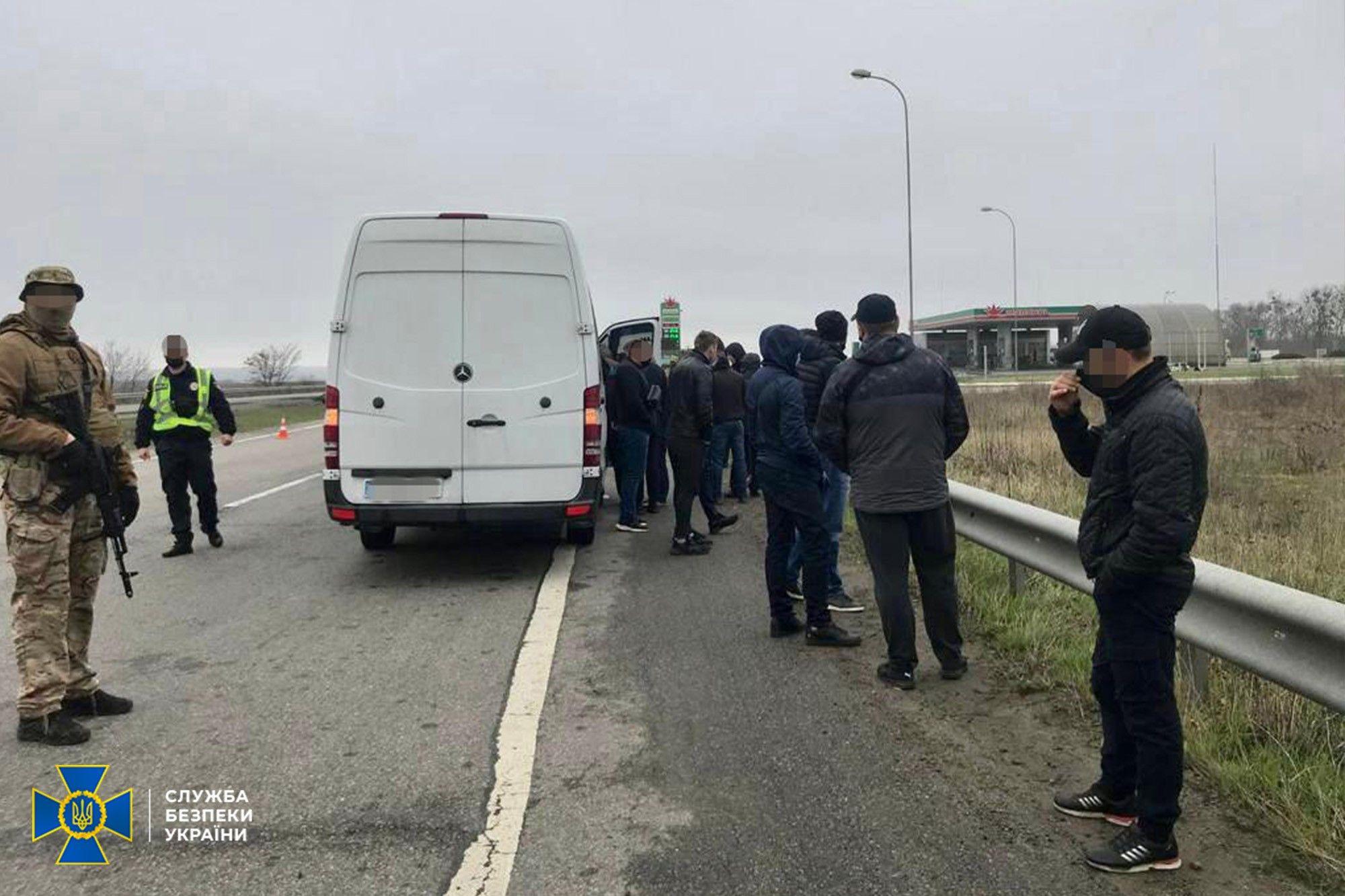 СБУ затримала автобуси із «тітушками» на Харківщині: хотіли дестабілізувати ситуацію і створити «картинку для росЗМІ»