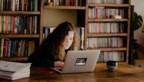 Що не так із дистанційною шкільною освітою: відсутність інтернету, залипання в ґаджетах та несамостійні діти