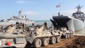 Росія заявила, що почала відводити війська з окупованого Криму (ВІДЕО)