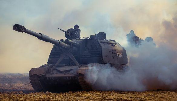 Росія залишила війська біля кордонів України, відвівши лише незначну кількість військовослужбовців – NYT
