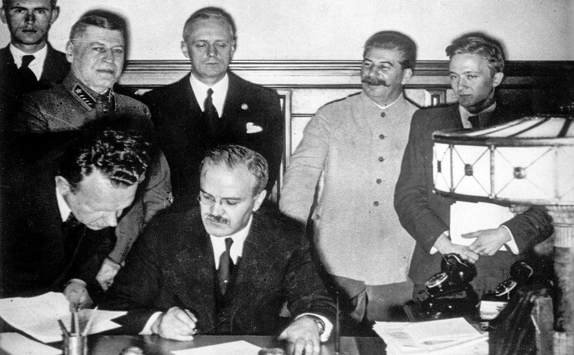 48% українців погоджуються, що Друга світова війна була розв'язана внаслідок змови Гітлера та Сталіна – опитування