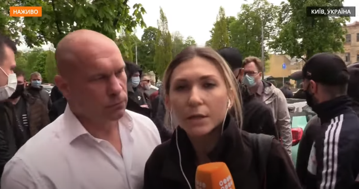Запобіжний захід Медведчуку: невідомі перешкоджали журналістці hromadske, а Кива заочно нахамив Кутєпову