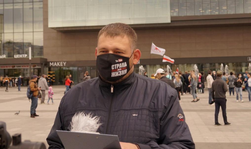 У Білорусі суд зобов'язав блогера Тихановського сплатити $100 тисяч податку за гроші, які «знайшли» в нього за диваном