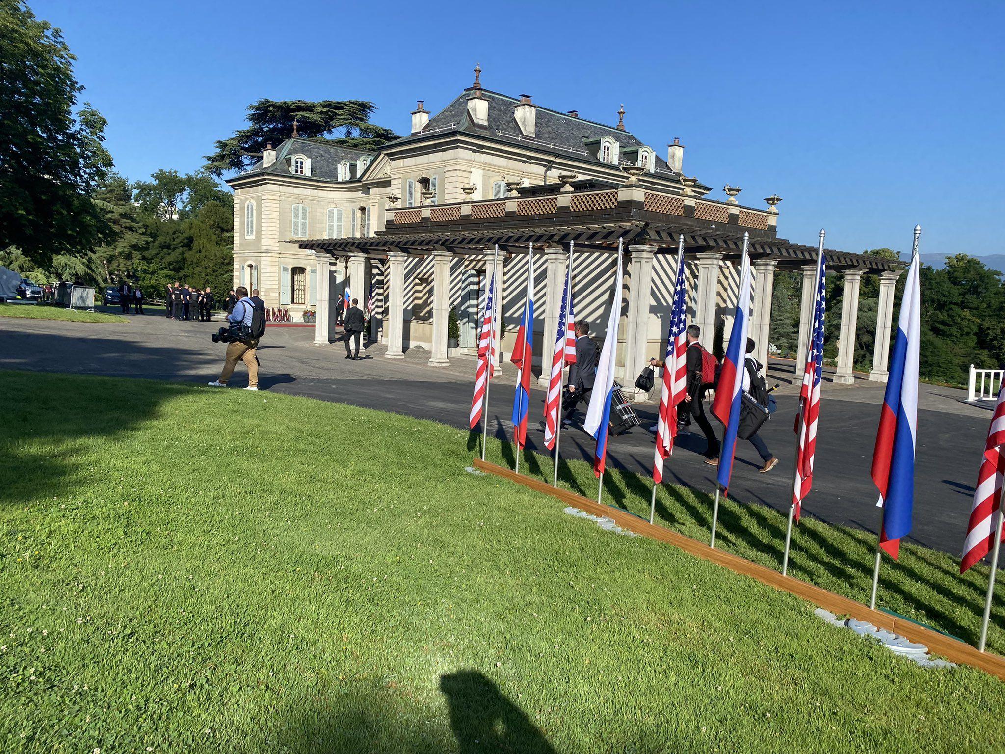 На саміт Байдена і Путіна у Женеві акредитували понад 500 журналістів – ЗМІ