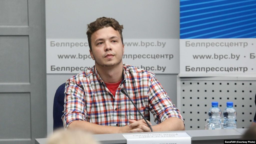 """Для кого показали Протасевича на """"пресс-конференции"""" и почему его слова не искренни. Рассказывают его друг, бывший силовик и политолог"""