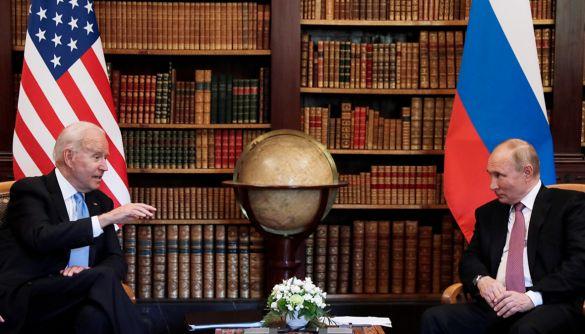 Відсутність змін та «перемога» Путіна: як західні та російські медіа висвітлювали саміт у Женеві