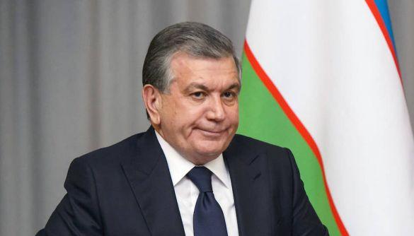 Влада Узбекистану зобов'язала держоргани й банки перерахувати сотні тисяч доларів для пропаганди реформ президента, – «Озодлик Радиоси»