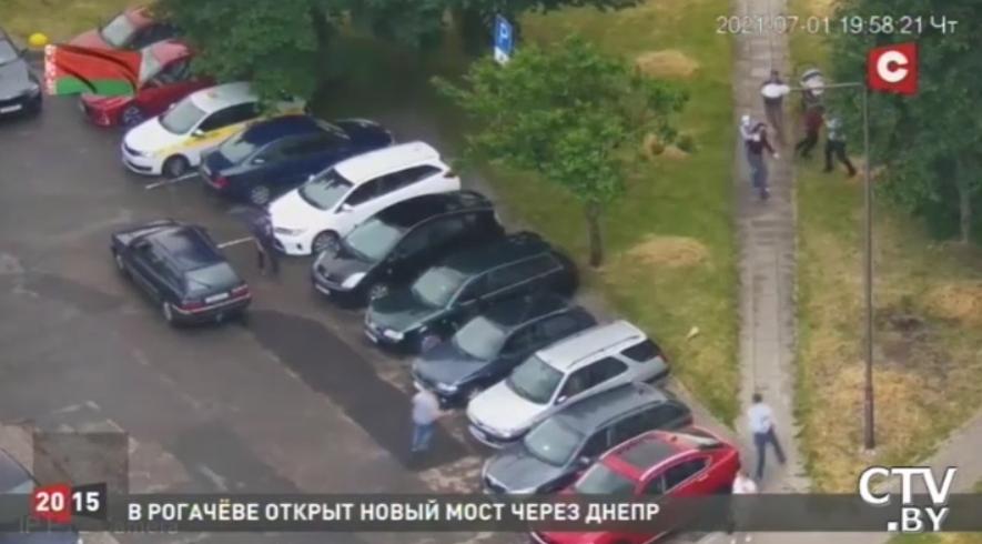 Білоруське СТВ опублікувало відеосюжет з «замахом» на пропагандиста Григорія Азарьонка