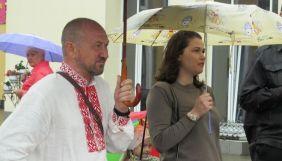 Білоруського журналіста оштрафували через фото з «елементами свастики». Герой матеріалу був у сорочці, схожій на традиційний національний одяг (ВІДЕО)