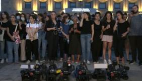 У Грузії затримали 120 підозрюваних у причетності до побиття журналістів, однак антиурядові протести не вщухають