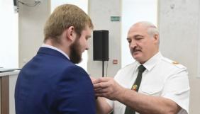 Білоруський пропагандист Азарьонок вдруге отримав медаль «За відвагу» на нагородженні силовиків в приміщенні КДБ (ФОТО, ВІДЕО)