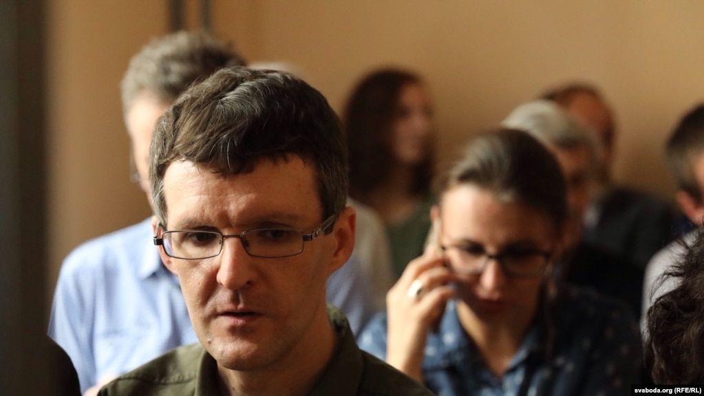 """""""Напишите мне домашние новости"""". О чем белорусский журналист Денис Ивашин пишет из СИЗО"""