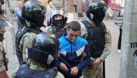 В Криму біля будівлі ФСБ затримали близько 40 людей. Серед них – двоє журналістів (ДОПОВНЕНО)