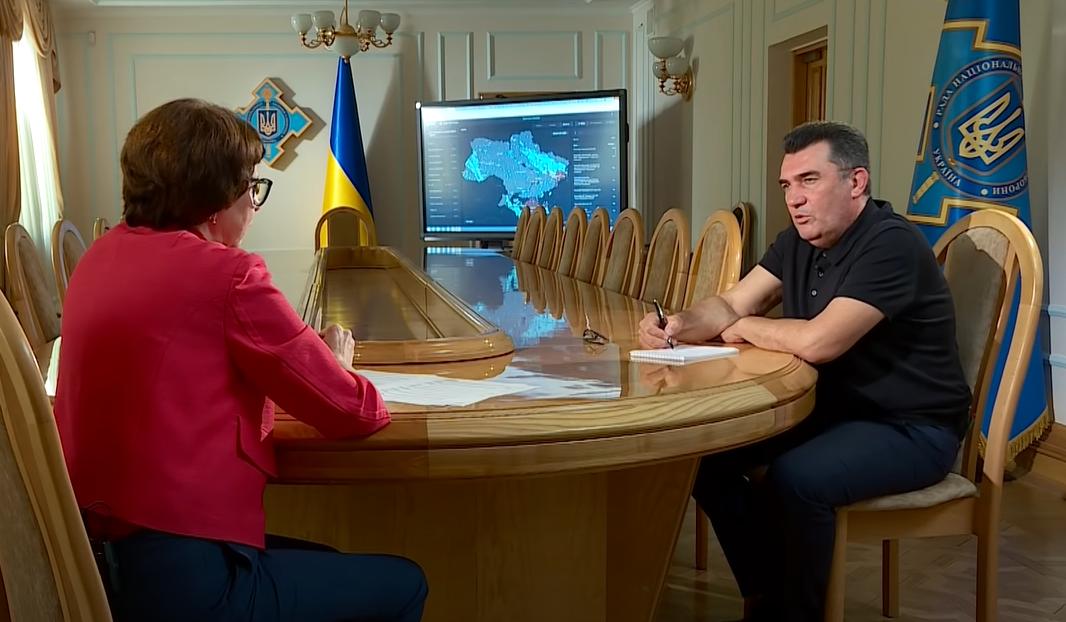 Олексій Данілов підтримує відмову від кирилиці та перехід на латинку, — «Радіо Свобода»