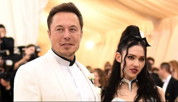Граймс та Маск розійшлись після 3 років взаємин. У них син, якого звуть X Æ A-Xii