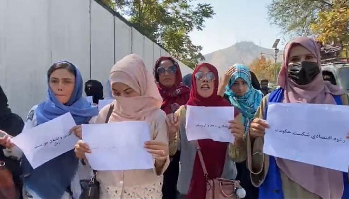 Таліби побили іноземних журналістів, розганяючи жіночий протест в Кабулі (ФОТО, ВІДЕО)